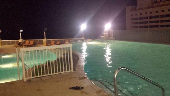 Golden Nugget Biloxi: 3rd floor pool