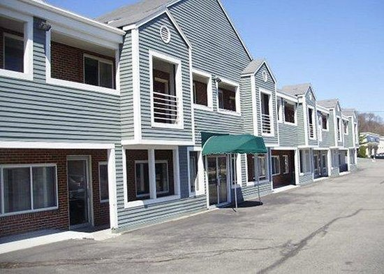 Econo Lodge Cranston: Exterior