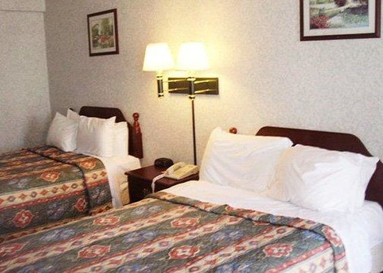 Econo Lodge Cranston: Guest Room