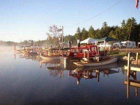 Berry Pond Motel: Steam Boat
