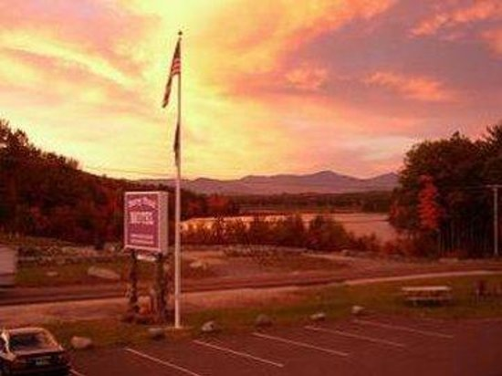 Berry Pond Motel: Sunset Pond