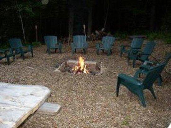 Berry Pond Motel: Fire Pit