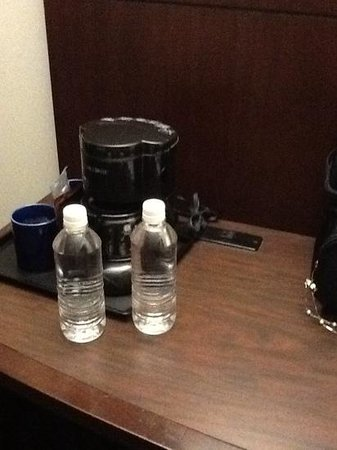 Club Quarters Hotel in Houston: Coffee Maker & fill your own bottle of H2O