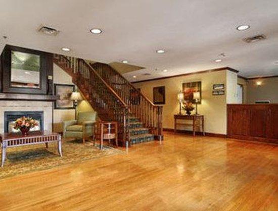 Baymont Inn & Suites Kennesaw: Lobby