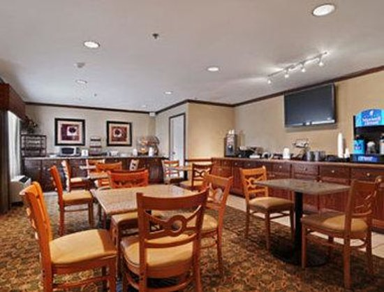Baymont Inn & Suites Kennesaw: Breakfast Area