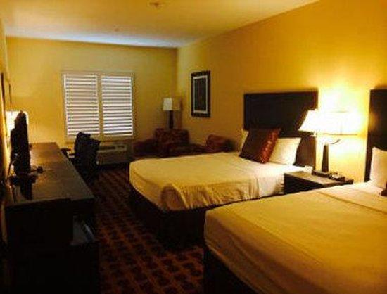 Baymont Inn & Suites Crystal City: 2 Queen Bed Room
