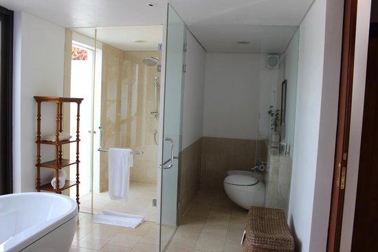 The Residence Zanzibar: Ducha de interior y exterior de la villa