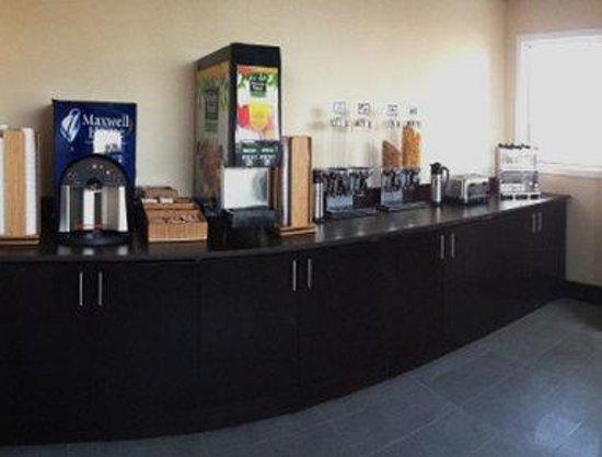 Days Inn & Suites North Bay: Breakfast Area