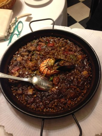 7 Portes: squid ink seafood paella