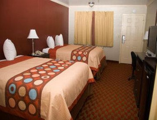 Super 8 King City: Two Queen Bed Room
