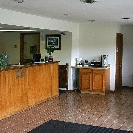 Americas Best Value Inn- Knob Noster: Lobby
