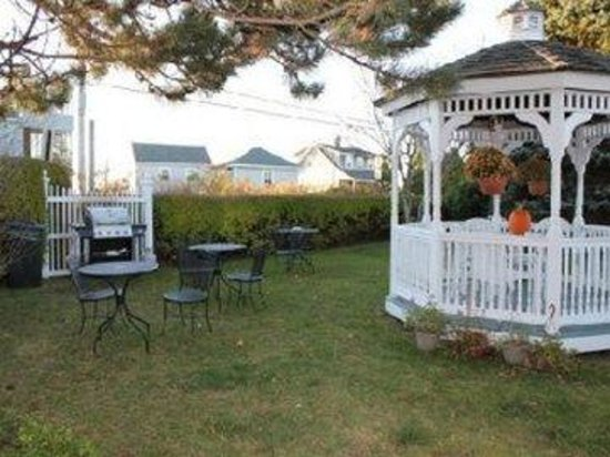 Seascape Inn at Plaice Cove: Grill.Gazebo