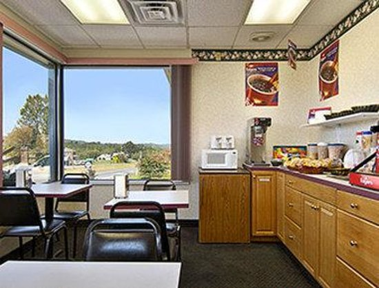 Travelodge Ridgeway Martinsville Area: Breakfast Area