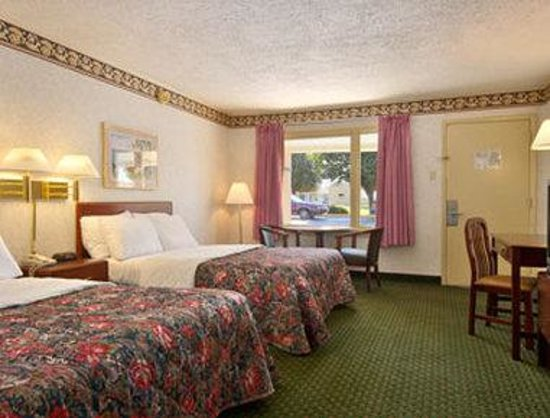 Travelodge Ridgeway Martinsville Area: Deluxe Double Suite