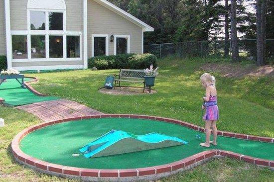 Country Inn of Two Harbors: Golf