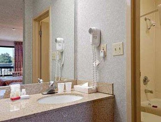 Days Inn Norfolk Airport: Bathroom