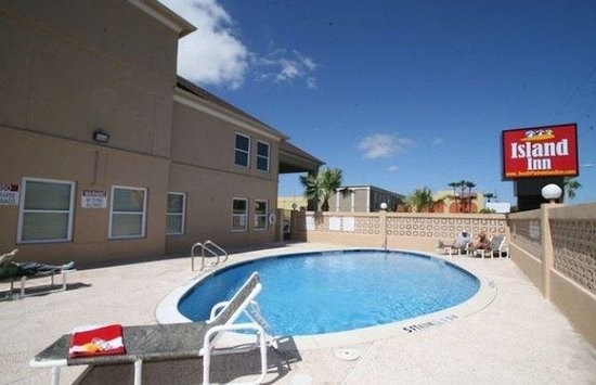 آيلاند إن: Pool area