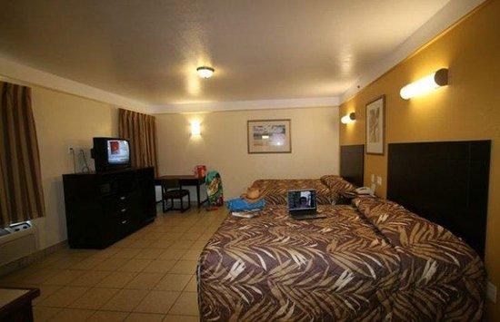 آيلاند إن: larger room with 2 queen beds