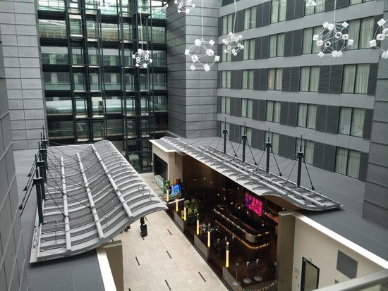 Hilton Frankfurt Airport Hotel: Atrium of the Squaire