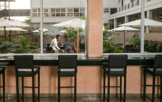 D' Palms Airport Hotel: Inspirations Pool Side Bar