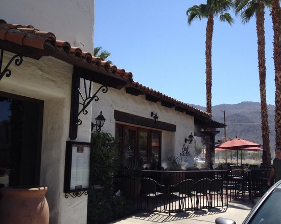 Stuft Pizza Bar & Grill : Another outside view