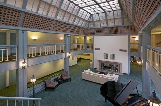 Hilton Garden Inn Los Angeles Marina Del Rey : Lobby view