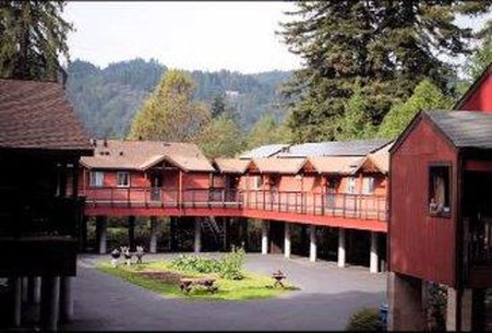 Creekside Inn & Resort: Courtyard