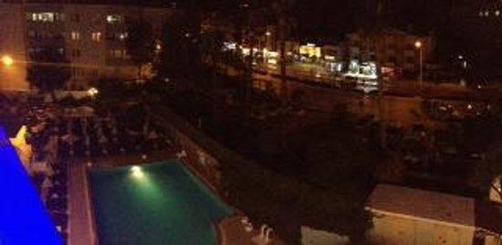 Blue Bay Platinum Hotel: At night