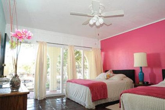 Austin Motel : Poolside Queens