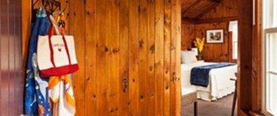 Cove Bluffs Inn: Rooms