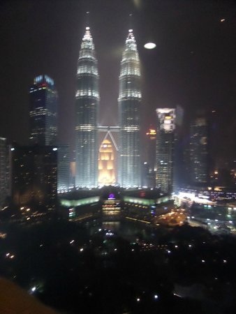 Traders Hotel, Kuala Lumpur: The Petronas Towers from the Rooftop Bar in the Traders Hotel.