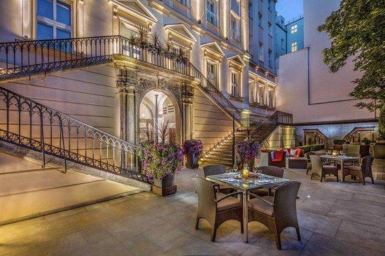 The Grand Mark Prague: Courtyard Garden
