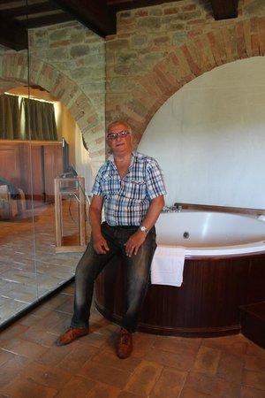 Castello di Petroia: stanza delle trasparenze