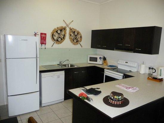 Wyndham Resort Denarau Island: Large, modern kitchen with all mod cons!!