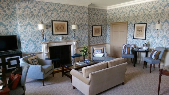 The Royal Crescent Hotel & Spa : John Wood Suite (Door is access to small bathroom).