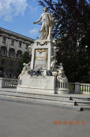 Mozart Statue: モーツアルト像