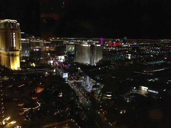Encore At Wynn  Las Vegas: Night view towards strip