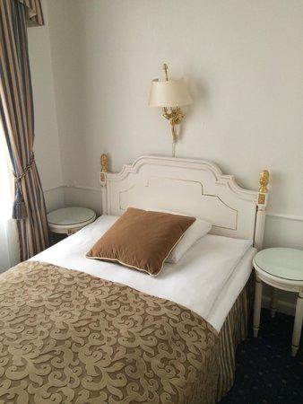 Phoenix Copenhagen: Кровать