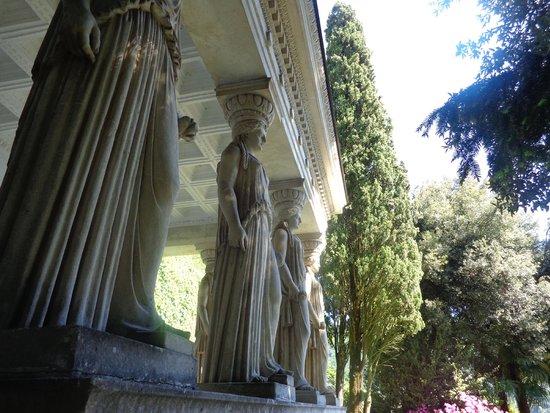 Parco Scherrer: Caryatids