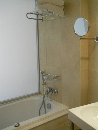 Doreta Beach Hotel: Ванная комната_джакузи