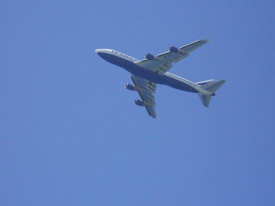 Doreta Beach Hotel : И самолеты, самолеты...