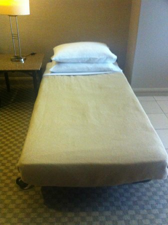 Pacific Regency Hotel Suites : Extra bed quality