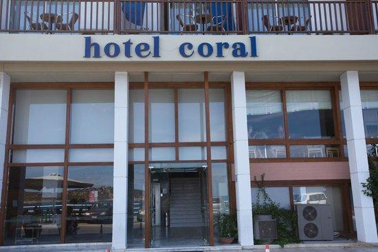 Coral Hotel : Hotel enterance