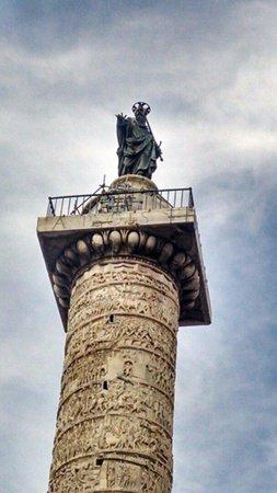 Colonna di Marco Aurelio: View facing Via Della Corso