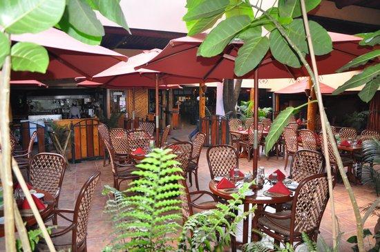 The Carnivore Restaurant: Ambiente externo