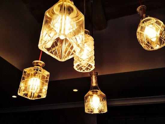Le Quartier Francais: Amazing bar lights