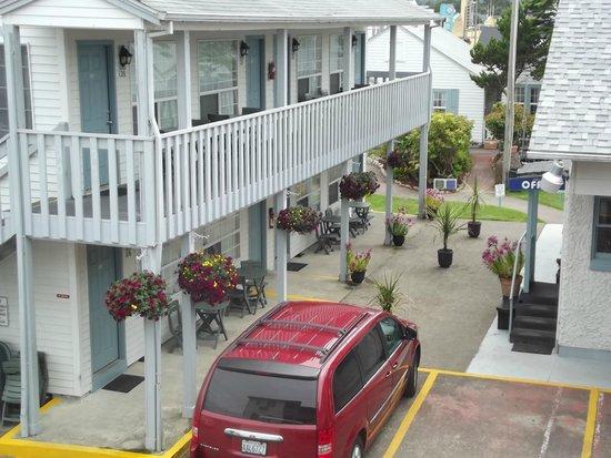 Hillcrest Inn: Hotel Grounds