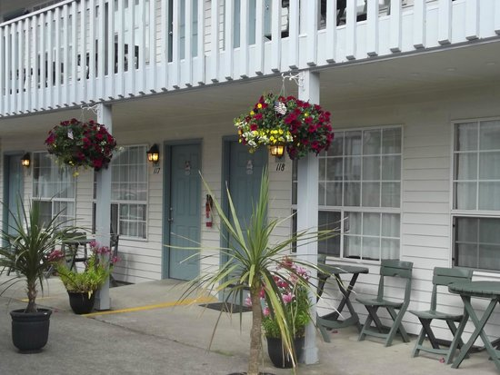 Hillcrest Inn: Summer at the Hillcrest