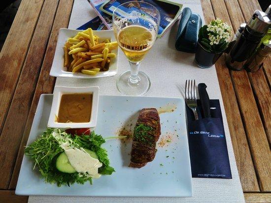 Restaurant De Witte Leeuw: Pavé de rumsteck avec la sauce au poivre