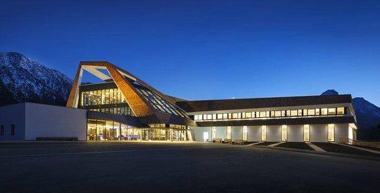 Narzissen Vital Resort: Narzissenbad by night